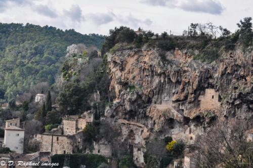 Cotignac-en-Provence-divers-photographie-aerienne-par-drone-prisedevueaerienne