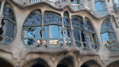 Gaudi building1-gerone-prestation-de-tournage-de-film-tv-par-drone-raphael-dahan-2018