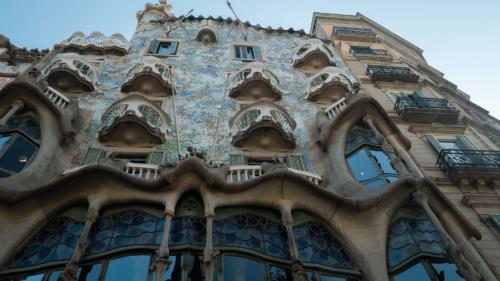 Gaudi building2-gerone-prestation-de-tournage-de-film-tv-par-drone-raphael-dahan-2018