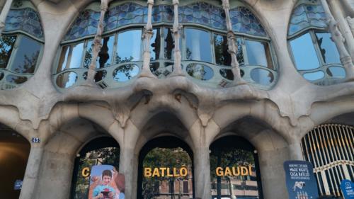 Gaudi building3-gerone-prestation-de-tournage-de-film-tv-par-drone-raphael-dahan-2018