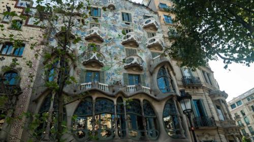 Gaudi building4-gerone-prestation-de-tournage-de-film-tv-par-drone-raphael-dahan-2018