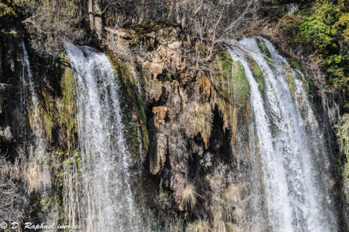 cascade-divers-photographie-aerienne-par-drone-prisedevueaerienne